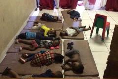 foto-kids-bijou-slapen-op-grond